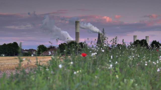 クレーン:フィールドおよび産業 - ノルトラインヴェストファーレン州点の映像素材/bロール