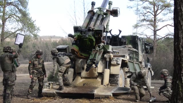 field artillery french soldiers fire a caesar 155mm 52caliber selfpropelled howitzer as part of exercise dynamic front 19 at grafenwoehr training... - infanterie stock-videos und b-roll-filmmaterial