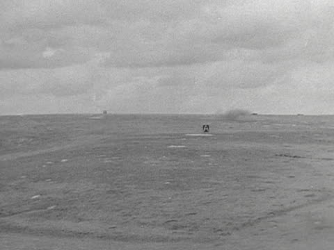 field guns are fired during a training exercise in larkhill - militärövning bildbanksvideor och videomaterial från bakom kulisserna