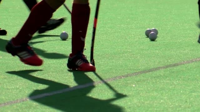 stockvideo's en b-roll-footage met field hockey training - spelkandidaat