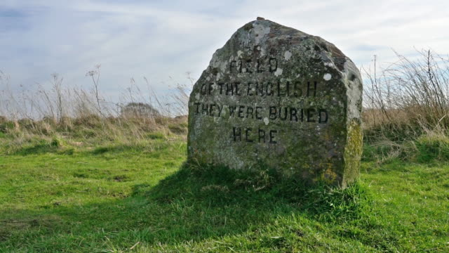 field of the english soldiers grave at culloden battlefield, inverness-shire, scottish highlands, uk - british military stock videos & royalty-free footage