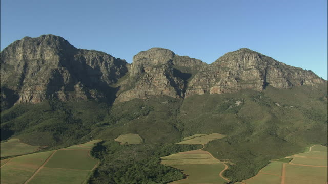 aerial fields and banhoek mountains, franschhoek, western cape, south africa - franschhoek stock videos and b-roll footage