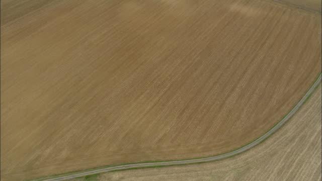 vídeos y material grabado en eventos de stock de aerial, fields and chateau d'oiron, deux-sevres, france - paisaje mosaico