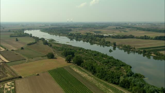 vidéos et rushes de aerial, fields and loire river near beaugency, loiret, france - fleuve et rivière