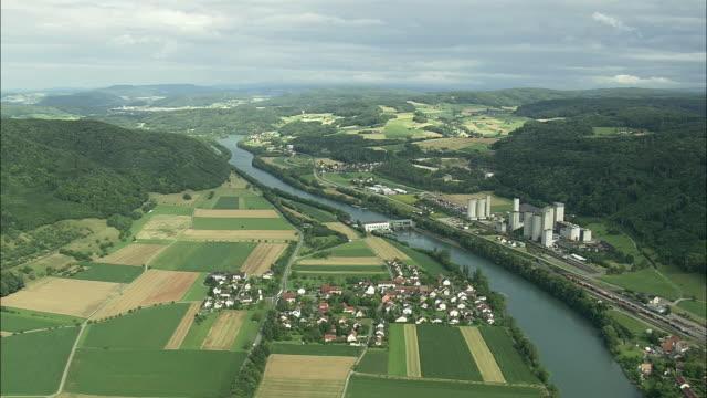vídeos y material grabado en eventos de stock de aerial fields and plant along river aare, rekingen, aargau, switzerland - paisaje mosaico