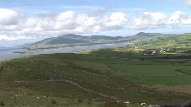 vídeos y material grabado en eventos de stock de ws, ha, fields and river, ireland - paisaje mosaico
