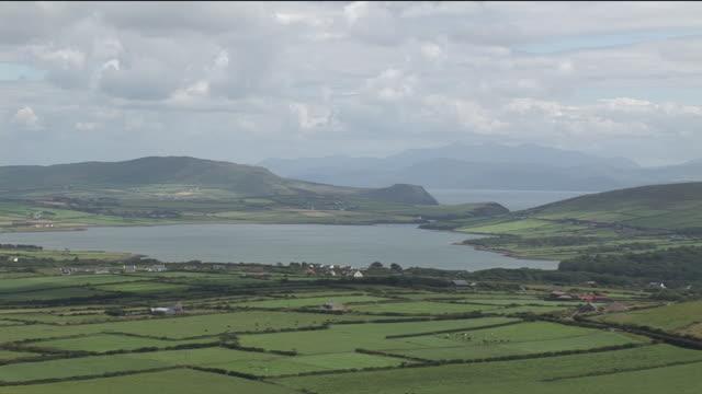 vídeos y material grabado en eventos de stock de ws, ha, fields surrounding harbor, ireland - paisaje mosaico