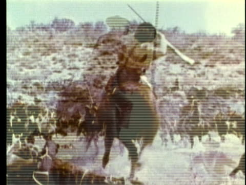 1963 reenactment montage fiere fighting during battle in texas / audio revolution / 1830s texas / audio - espansione verso l'ovest video stock e b–roll