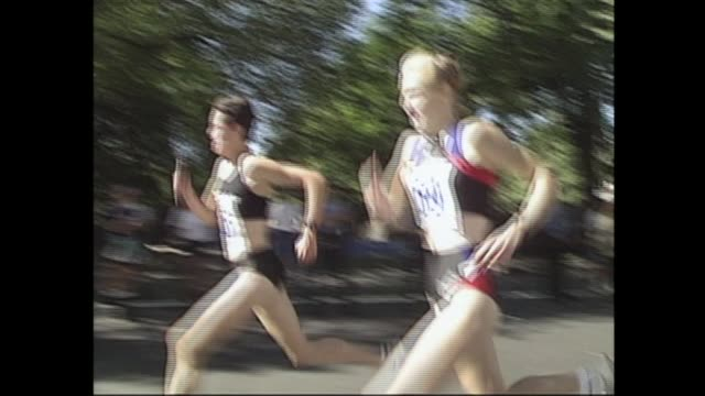 fifth avenue mile sinead delhunty of ireland vs paula radcliffe of great britain a classic finish - salmini stock videos and b-roll footage