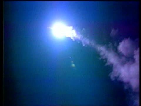 vidéos et rushes de fiftieth anniversary: kosovo/future of alliance; nato fiftieth anniversary: kosovo/future of alliance; lib at sea: ???: night cruise missile launched... - missile