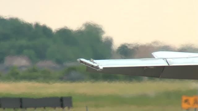 vídeos de stock e filmes b-roll de f18 fighter aiplane estacionar avião seq - força aérea