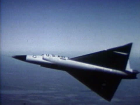 fighter aircraft in flight - united states airforce stock-videos und b-roll-filmmaterial