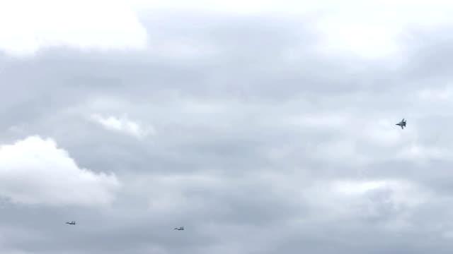 vidéos et rushes de formation de jet fighter - avion militaire