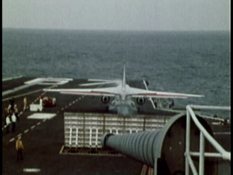 vidéos et rushes de 1979 ws fighter plane taking off from aircraft carrier/ united states - 1979