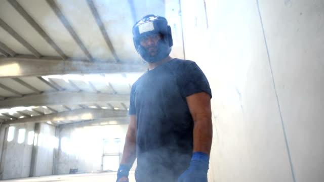 vídeos y material grabado en eventos de stock de retrato de combate - calzoncillos bóxer