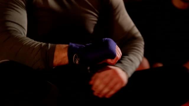 総合格闘技 格闘家のバンデージをトレーニングする - 包帯点の映像素材/bロール