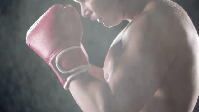 vídeos y material grabado en eventos de stock de luchador - guante de boxeo