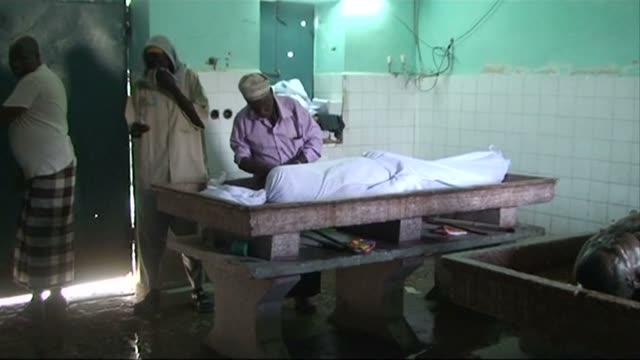 vídeos y material grabado en eventos de stock de fighters in somalia shot dead three syrian doctors and their three somali colleagues wednesday as they travelled to a hospital outside the capital... - el cuerno de áfrica