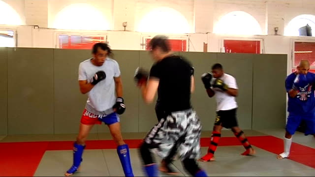 fighters training in nottingham; england: nottinghamshire: nottingham: int nick ocipcek training in gym dean amasinger training with other man andre... - schwarzes hemd stock-videos und b-roll-filmmaterial