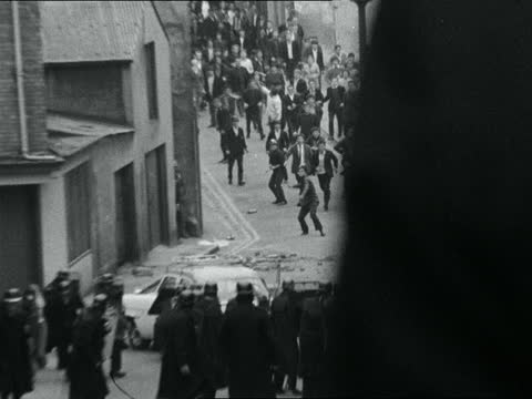 fighting breaks out between rival protestant and catholic groups; northern ireland: londonderry: : ext keith hatfield behind police cordon pull out... - narrow stock videos & royalty-free footage