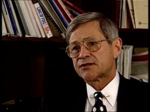 fighting continues itn cms dr bill taylor intvwd sot the us administration is isolationist but has been slow to put appointees into various... - 1993 bildbanksvideor och videomaterial från bakom kulisserna