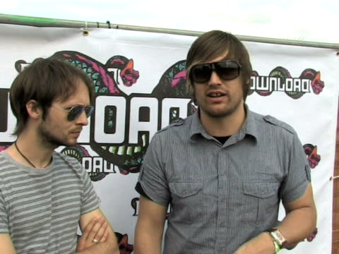 vidéos et rushes de fightstar charlie simpson and alex westaway on british rock being pushed into the mainstream at the download festival 2009 at derby england - rock moderne
