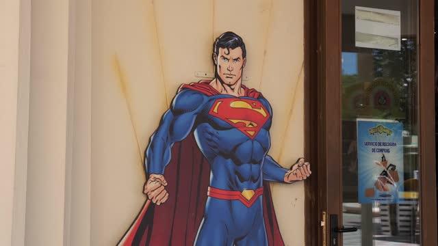 figure of the superhero superman is seen at parque warner madrid on july 30, 2021 in san martin de la vega, spain. the theme park was inaugurated on... - superman superhero stock videos & royalty-free footage
