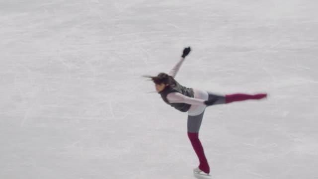 vídeos y material grabado en eventos de stock de sm ha ws figure skater spinning on ice/ long island, ny - patinaje sobre hielo