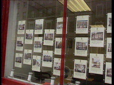 thurrock ms estate agents window with properties for sale pan - thurrock stock videos and b-roll footage