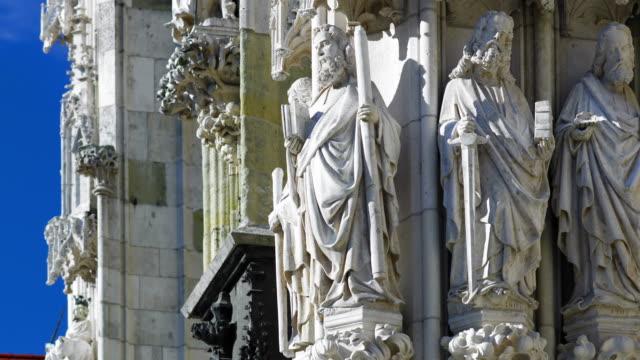 stockvideo's en b-roll-footage met figuren van de apostelen in de kathedraal van regensburg - apostel