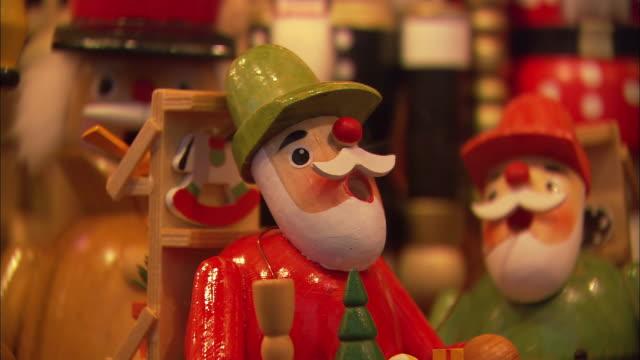 cu figurine releasing smoke at christkindlesmarkt (christmas market) / nuremberg, bavaria, germany - figurine stock videos & royalty-free footage