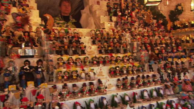 ms pan figurines for sale at christkindlesmarkt (christmas market) / nuremberg, bavaria, germany - エルフ点の映像素材/bロール