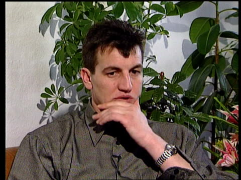 fikret alic towards into kitchen & opens cupboard fruit juice poured into glass cms fikret alic speaking during interview as claiming that serb... - 文書による名誉棄損点の映像素材/bロール