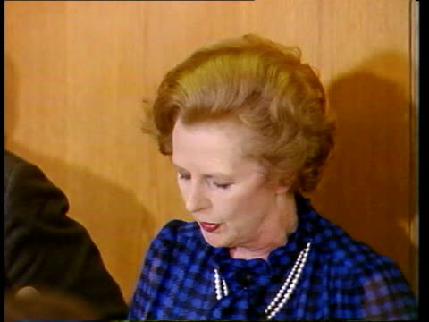 file: germany: stuttgart: int lms margaret thatcher and aids at press conference sof - margaret thatcher stock videos & royalty-free footage