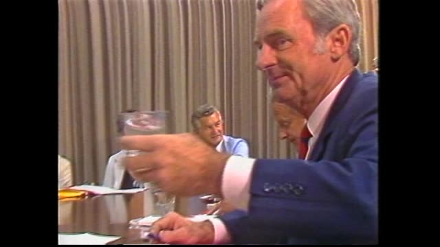 file alp shadow ministry meeting bill hayden and bob hawke and others / john button at meeting / hayden and button at presser / deputy lionel bowen... - bob hawke stock videos and b-roll footage
