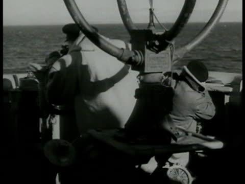vidéos et rushes de file: 'convoy schedule.' vs destroyer ships at sea. navy men manning post. warship's wake fleet ships bg. navy ships at sea canon fg. white ensign... - marin