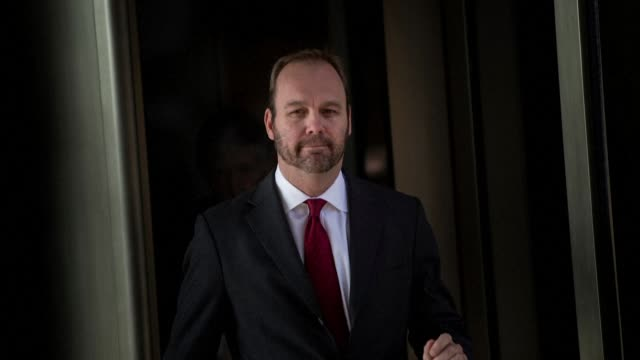 stockvideo's en b-roll-footage met file footage of rick gates a former deputy campaign manager for donald trump who was sentenced to 45 days in jail and three years of probation... - probatie