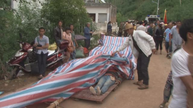 vídeos de stock, filmes e b-roll de file footage of the destruction caused by an earthquake of magnitude 61 that struck chinas southwestern yunnan province killing hundreds and leaving... - yunnan province