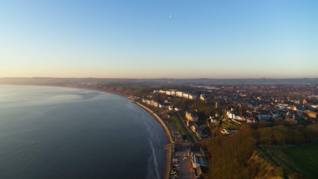 filey seafront, filey, north yorkshire - gezeiten stock-videos und b-roll-filmmaterial