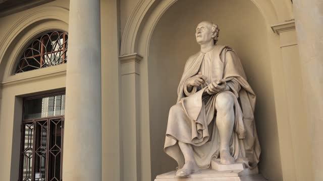 filippo brunelleschi statue near santa maria del fiore duomo of florence - statue stock videos & royalty-free footage