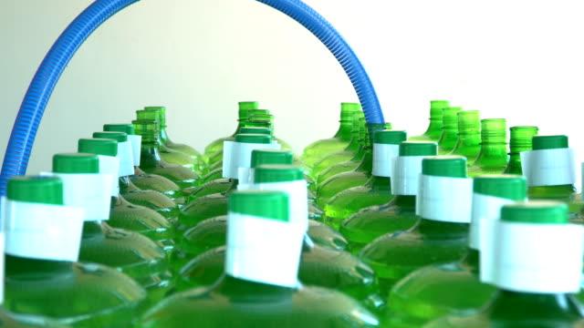 天然温泉水のボトルの充填 - カバノキ点の映像素材/bロール