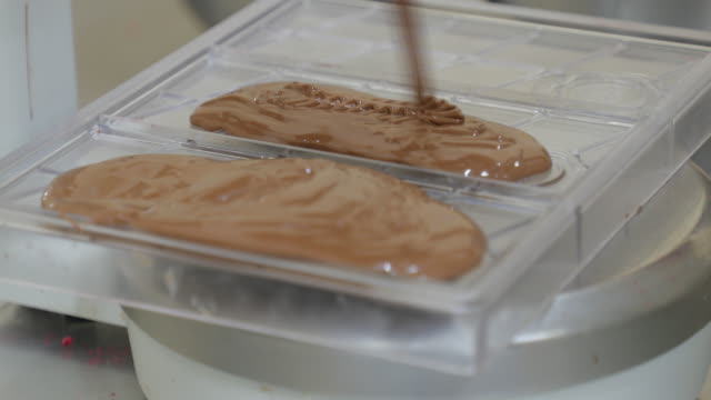 filling casts with leaking chocolate - chocolate milk stock videos & royalty-free footage