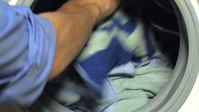 stockvideo's en b-roll-footage met filling washing machine + liquid soap pouring (2 clips) - wasmachine