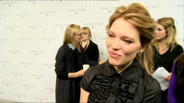 vídeos de stock, filmes e b-roll de 24th james bond film to be called 'spectre' cast unveiled seydoux interview sot on spending time with daniel craig / no competition with monica... - daniel craig ator
