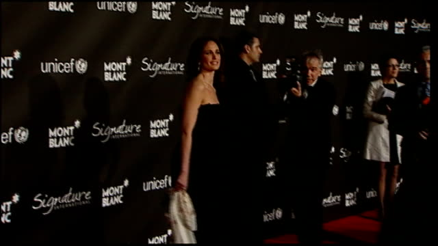 academy awards 2009 celebrity arrivals at preoscars party usa california los angeles paramount studios ext melissa george posing for photographers at... - paramount studios stock videos and b-roll footage