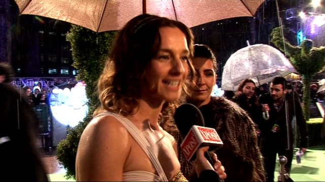 alice in wonderland london premiere: red carpet arrivals; mia wasikowska talking to press on red carpet/ jemma powell talking to press on red carpet... - アラン・リックマン点の映像素材/bロール