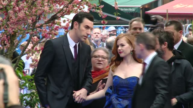 'alice through the looking glass' premiere celebrity arrivals england london ext posters for 'alice through the looking glass' / sacha baron cohen... - autogramm stock-videos und b-roll-filmmaterial