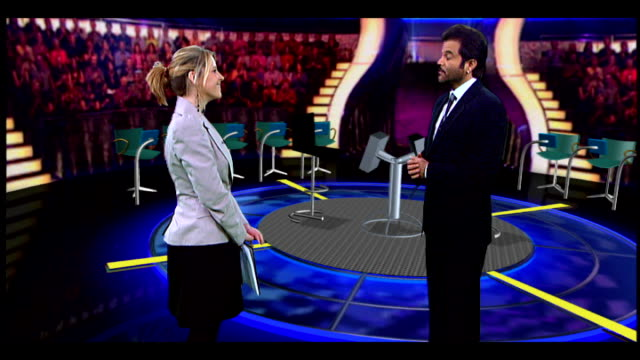 vídeos de stock, filmes e b-roll de anil kapoor interview anil kapoor interview on mockup of 'who wants to be a millionaire' stage set sot - game show