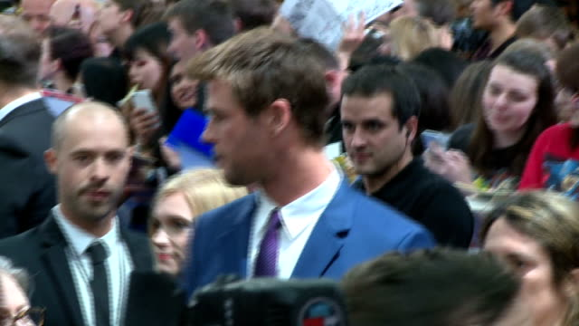 avengers age of ultron london interviews with the stars elizabeth olsen onto stage / olsen photocall and meeting fans / hemsworth with fans / jeremy... - photo call stock videos & royalty-free footage