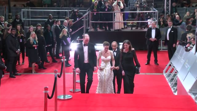 stockvideo's en b-roll-footage met duke and duchess of cambridge arrival england london kensington royal albert hall ext ***flash prince william duke of cambridge and catherine duchess... - sam mendes